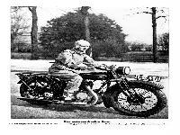 Eine motorsportfreudige Dame