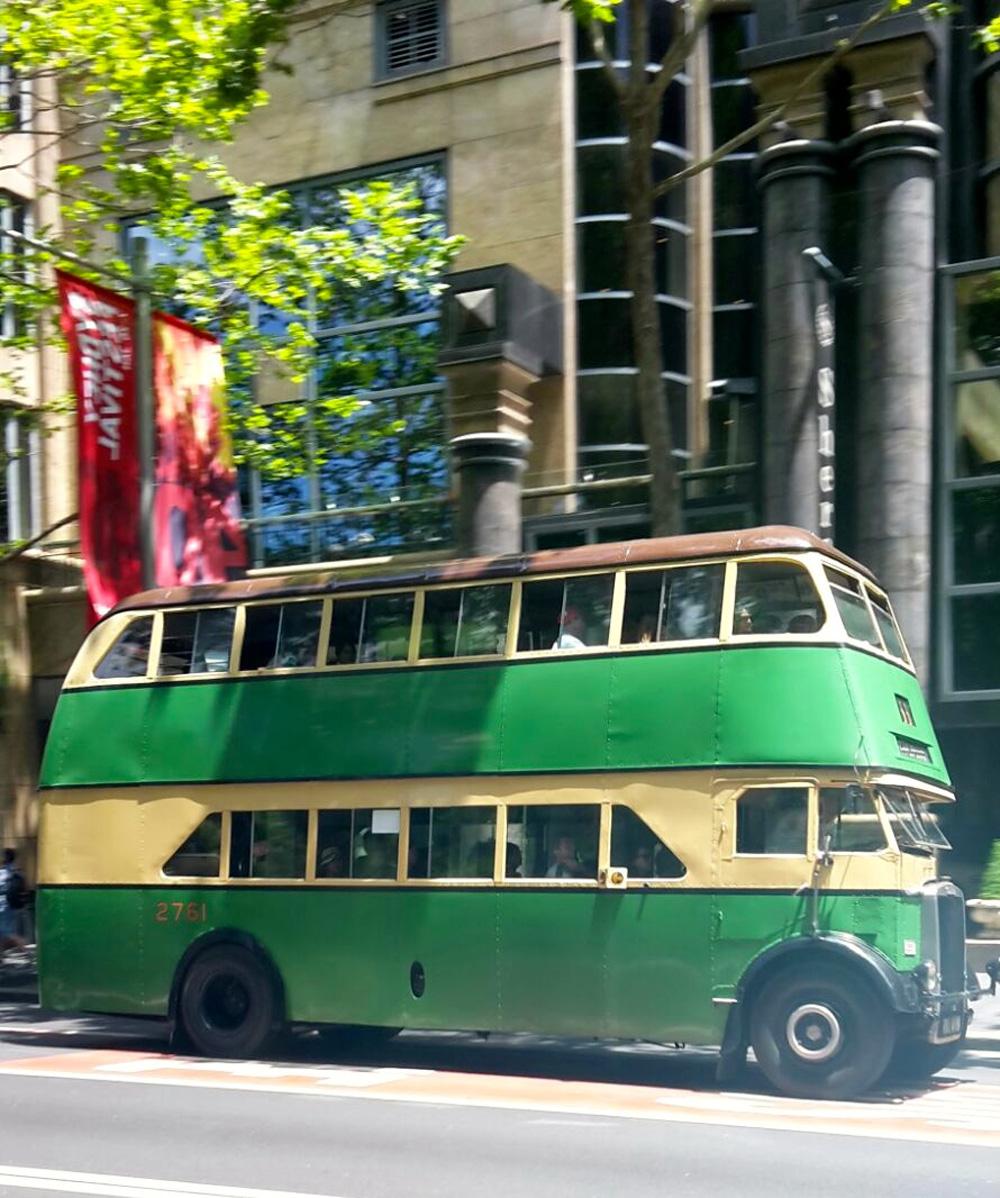 Historische Busse am Australien Day