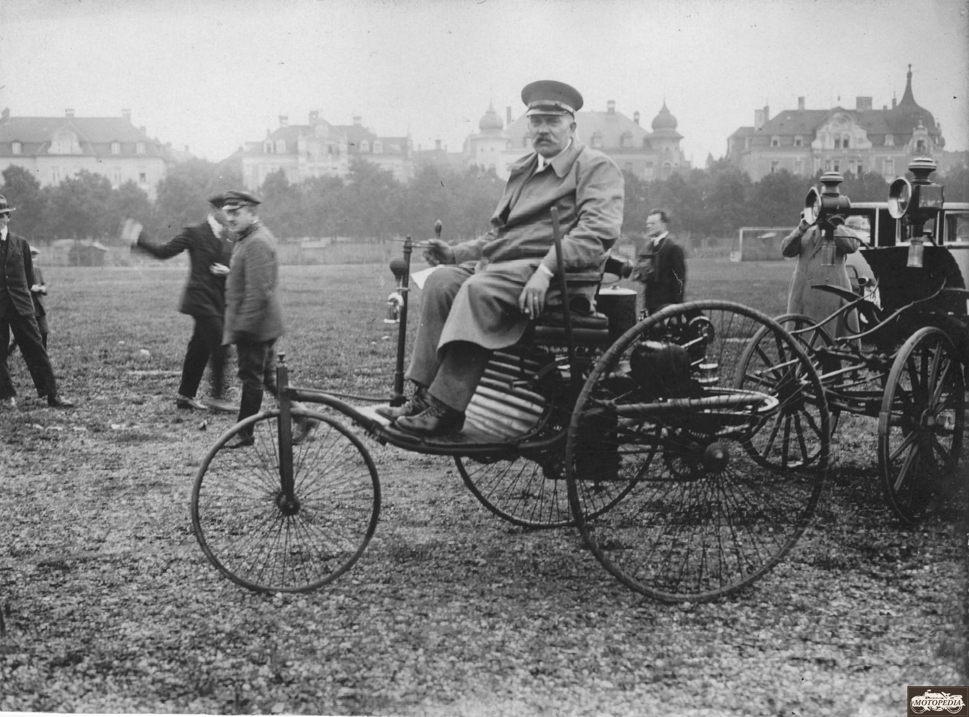 Benz Motorwagen, 1,5 PS, Einzylinder-Viertaktmotor, 1888